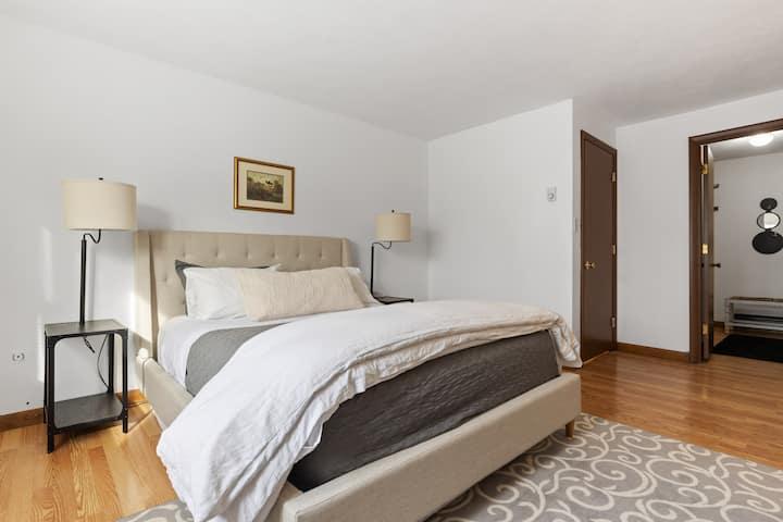 Clean, Quiet Budget-Friendly 2 Bedroom Nr. Concord