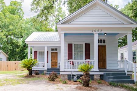 Mardi Gras Oakleigh Cottage