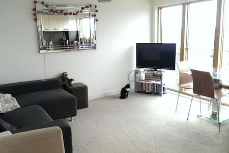 Modern, clean double room in city centre - 曼徹斯特