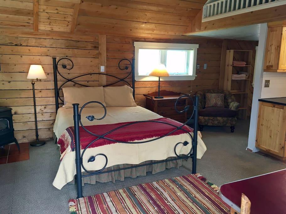 Queen size tempurpedic bed