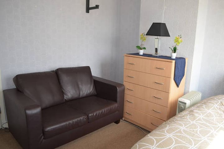 Room next to Canary Wharf and Greenwich - London - Rumah