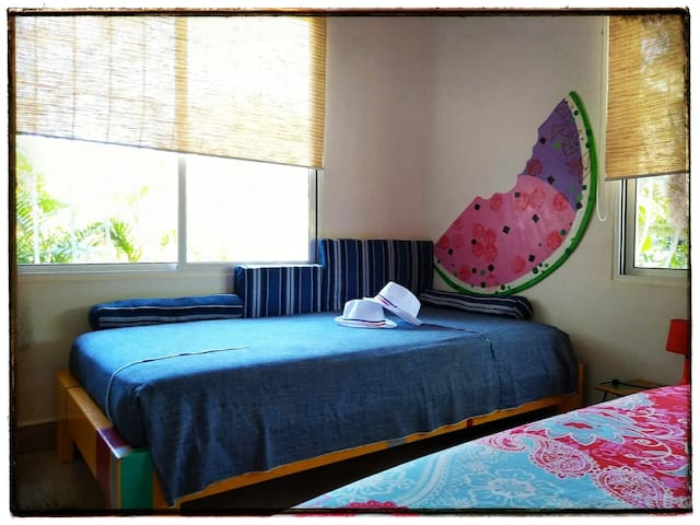 """Room With One Individual Bed And One Queen Bed - """"Apartamento Ceiba NEGRA"""""""