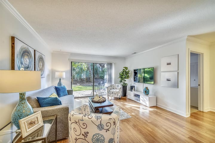 Island House 147. 2 bedroom, 2 bath 1st floor Island House property is perfect for your Hilton Head vacation.