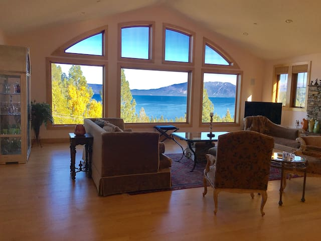 A craftsman with an extraordinary lake view!