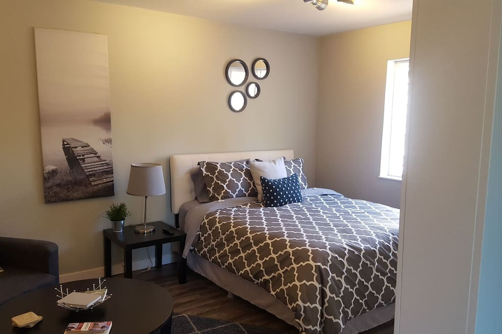 Main room, queen size bed.