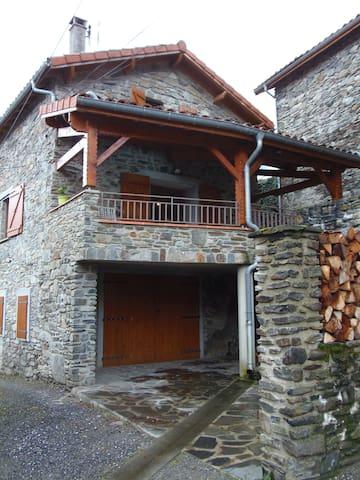 Maison de charme près de Luchon dans les Pyrénées - Saléchan - Casa