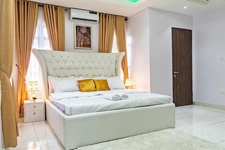 Private room in shared luxury apartment Lekki*