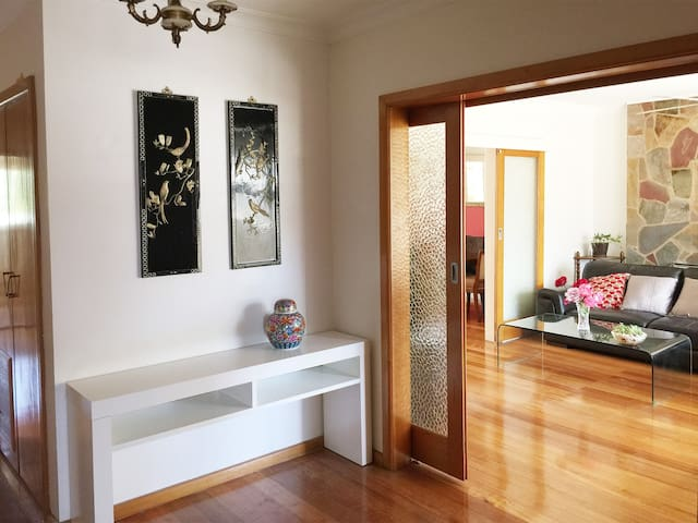 Spacious,comfortable lovely house - Mount Waverley