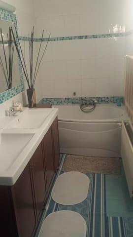 Chambre avec salle de bain à Ixelles au 1er étage