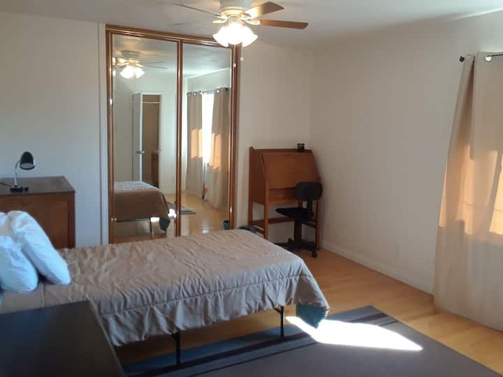 Clean, quiet room with view & attached bath for 1