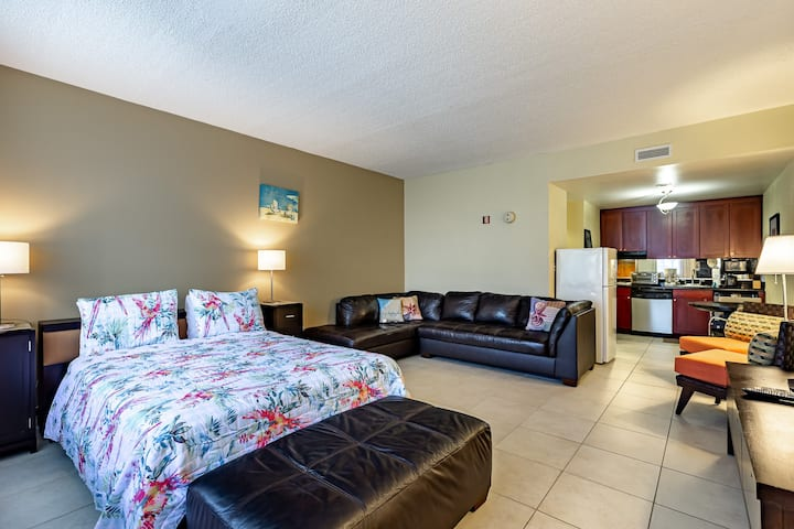 Across the street from beach & amenities! Free WiFi/Parking. Self Check in!