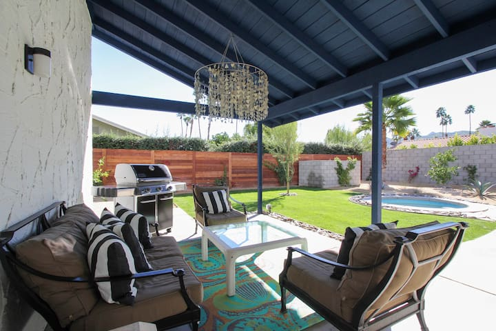 Comfortable outdoor covered lounge...a great spot for breaks in between dips in the pool and spa