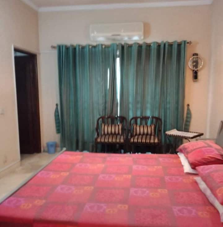 Private furnished rooms for stay