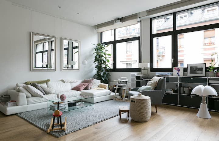 Central Bright and Stylish Loft