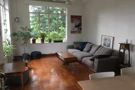 Quiet & spacious appt in Stanley with Rooftop - Hong Kong