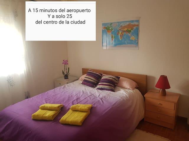 Habitacion amplia y comoda a 15 min del aeropuerto