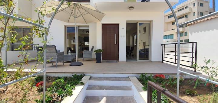Villa Naxos, a modern house  in Protaras