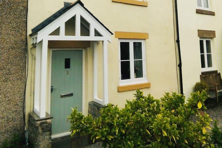 3 Lomas Cottages, Litton