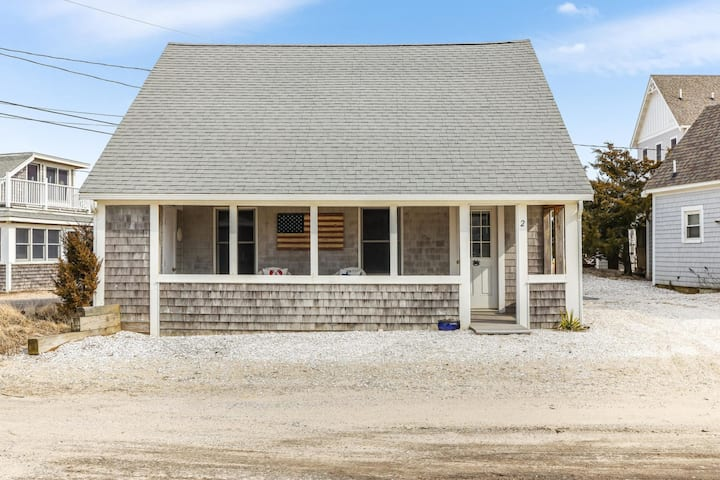 West Dennis Beach House - Steps to Beach