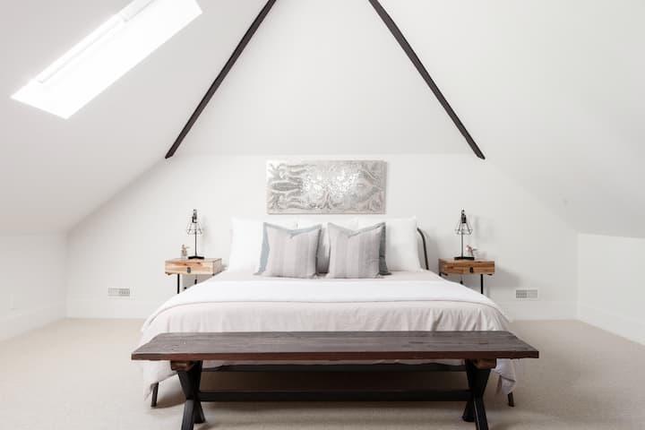 Bedroom 2 image 4
