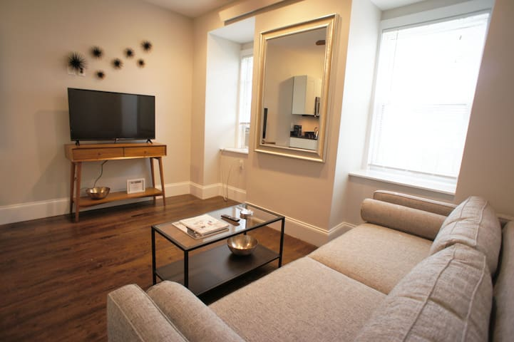 West Rutland Square 1 bedroom PERFECTION!