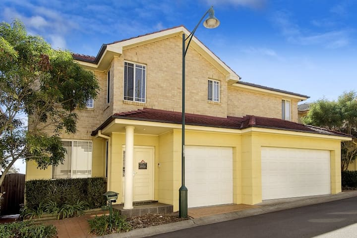 Beautiful double storey villa - Baulkham Hills - Huis