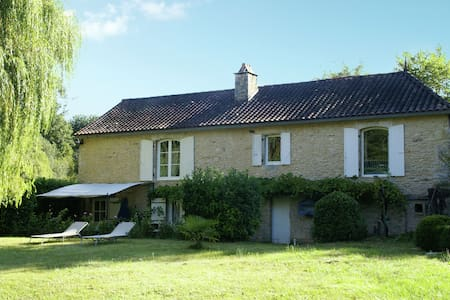 Characteristic house near Villefranche-du-Périgord (5 km) with round private swimming pool