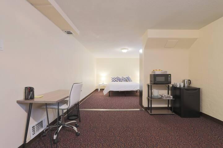 Lower Suite in Beautiful Sunnyside!