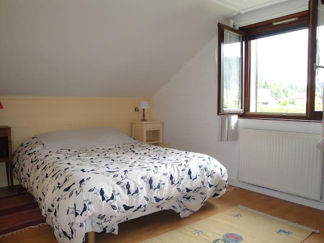 Chambre dans maison en lisière de forêt - Gérardmer - Bed & Breakfast