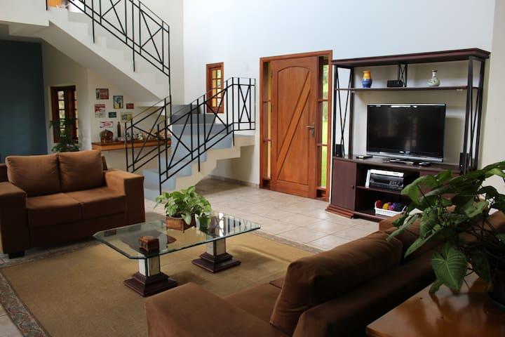 Casa de Campo Cond. Patrimônio do Carmo(São Roque)