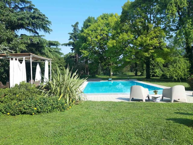 Garden &pool close to the 1000 Miglia museum