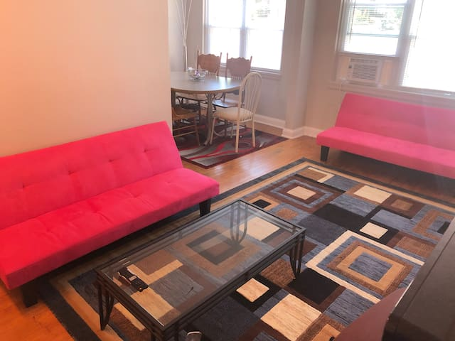 2 bedrooms/ free parking /The heart of Milwaukee!