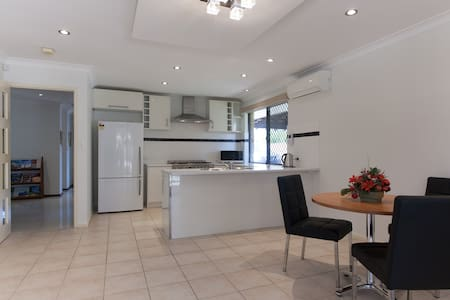 PERTH GUEST HOUSE - Perth