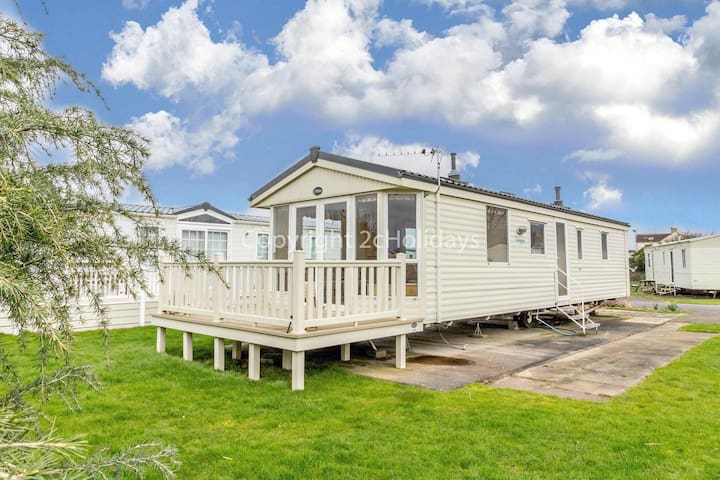 6 berth caravan for hire at Southview Holiday park, Skegness ref 33035O