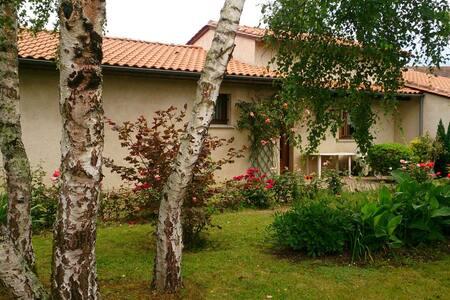 Maison chaleureuse, calme, idéalement située - Montpon-Ménestérol