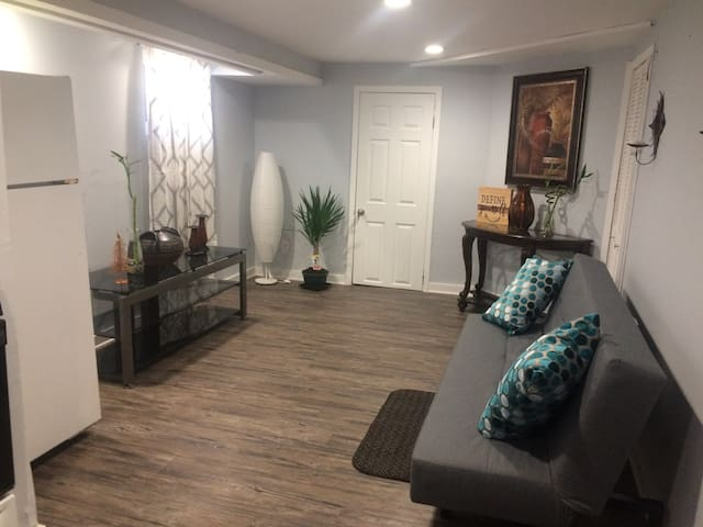 2 Rooms only minutes from NYC
