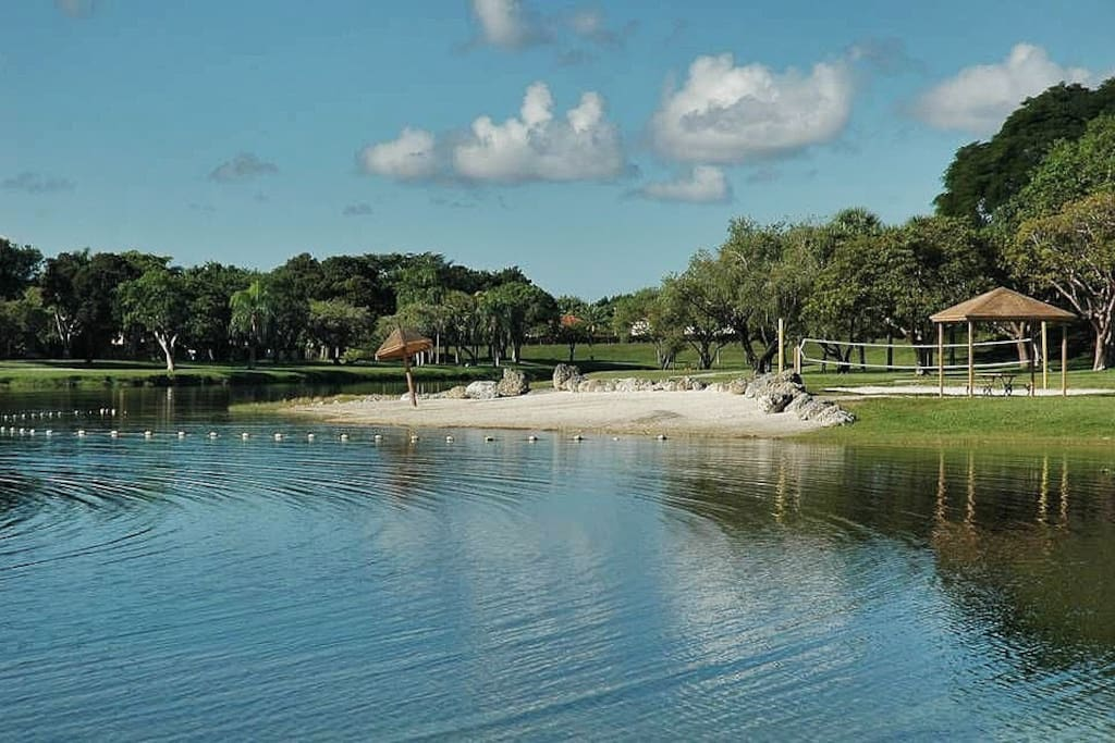 5 minutes from The Hammocks Lake. Enjoy this spectacular lake beaches!