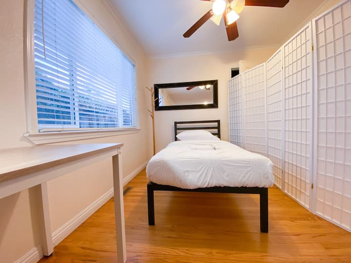 #137/New Bright and Clean Share Room #137