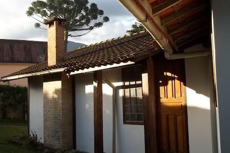 Casa Maringá RJ - Rua Principal - 4 quartos - Cabana