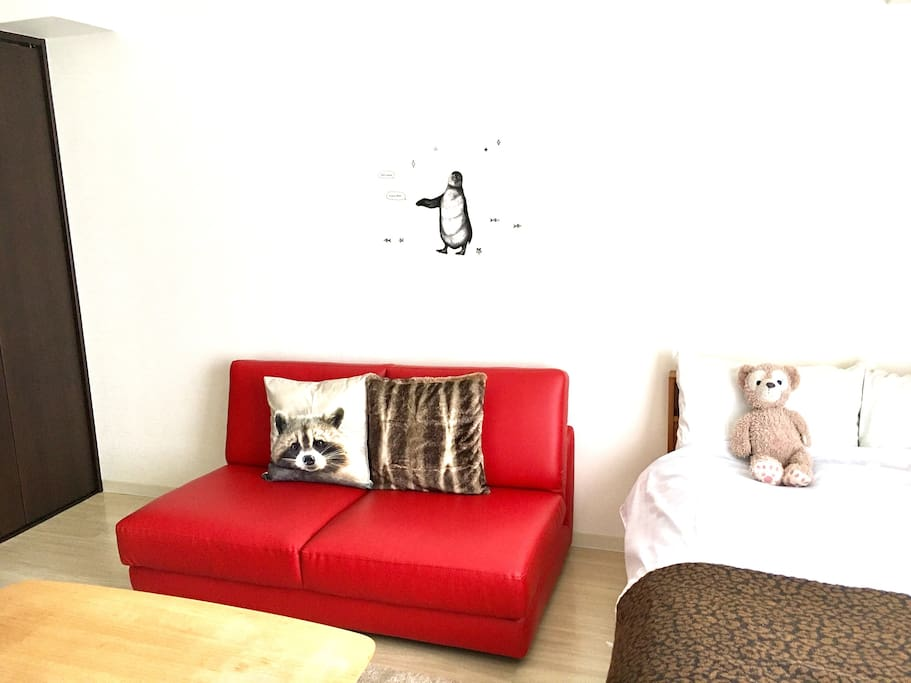 I like this red sofa and these cushions. I hope you like them, too.