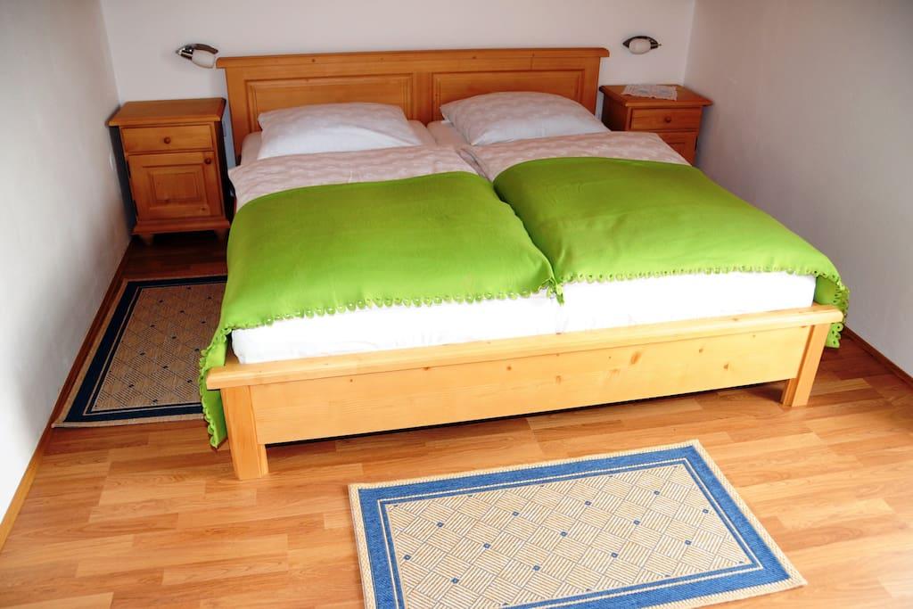 """Ferienwohnungen Appartamenti Vorhauser - Wohnung """"klein und fein"""" Schlafzimmer"""