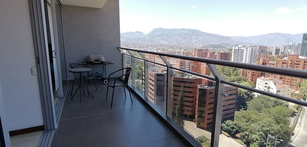 Excellent view to Medellín and nice balcony