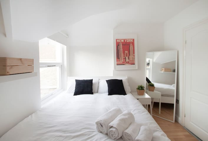 Wonderful double bedroom in Franciscan Road by Allô Housing