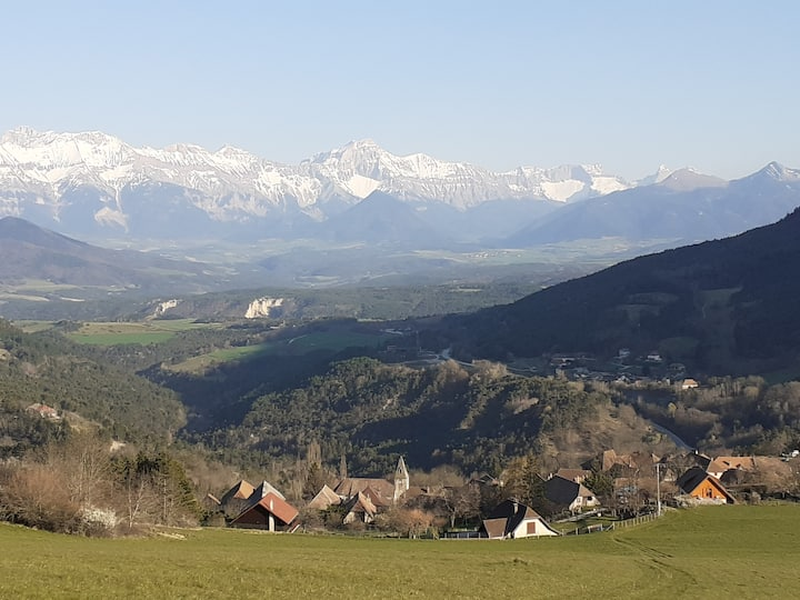 Joli studio, vue sur montagnes - Parc du Vercors.