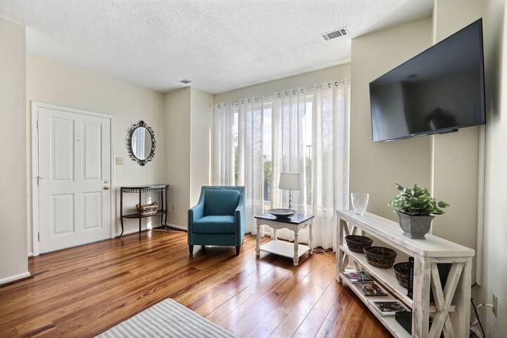 Impeccable Home On Hall  Sleeps: 1 Bedroom, 1 Bathroom