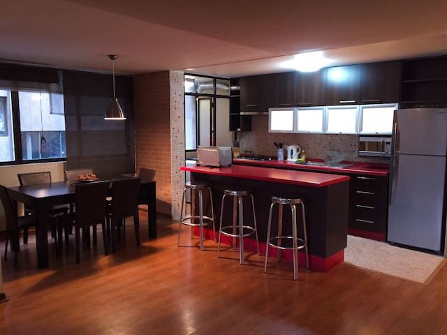 Best Location / 85m2 - Vitacura - Apartemen