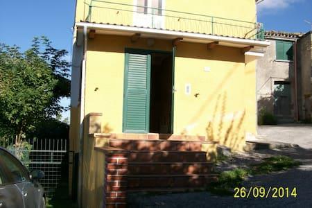 Casa vacanze nel Parco del Monte Cucco - Villa Col dei Canali - Talo