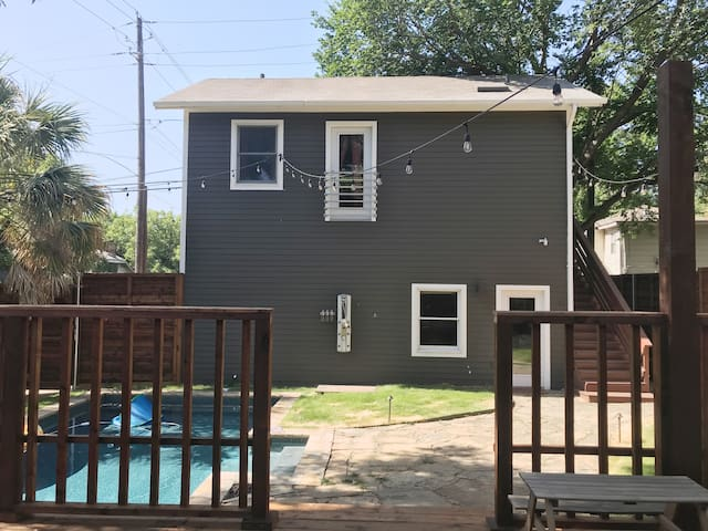 Spacious Guest House in Lower Greenville, Dallas!