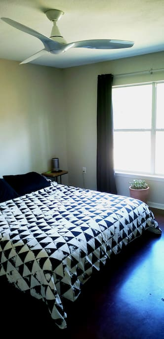 Californian King Bed and SmartTV