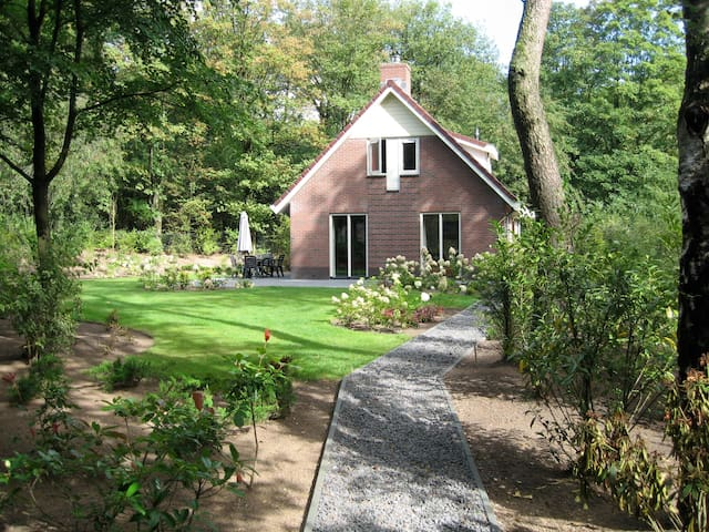 Sunny Family Bungalow with Privacy - Garderen - Bungalov